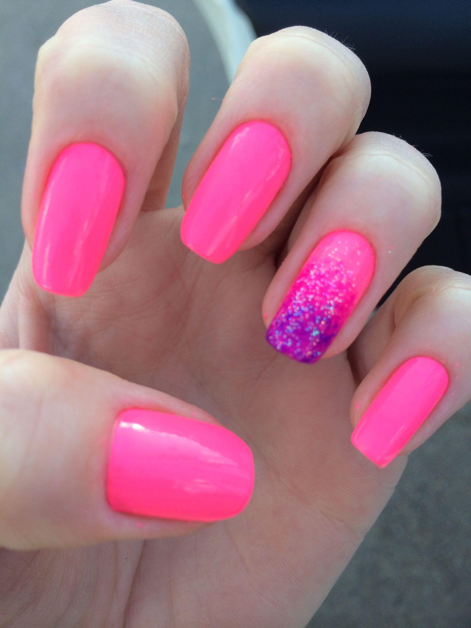 Ideias para se inspirar de modelos de unhas na cor rosa